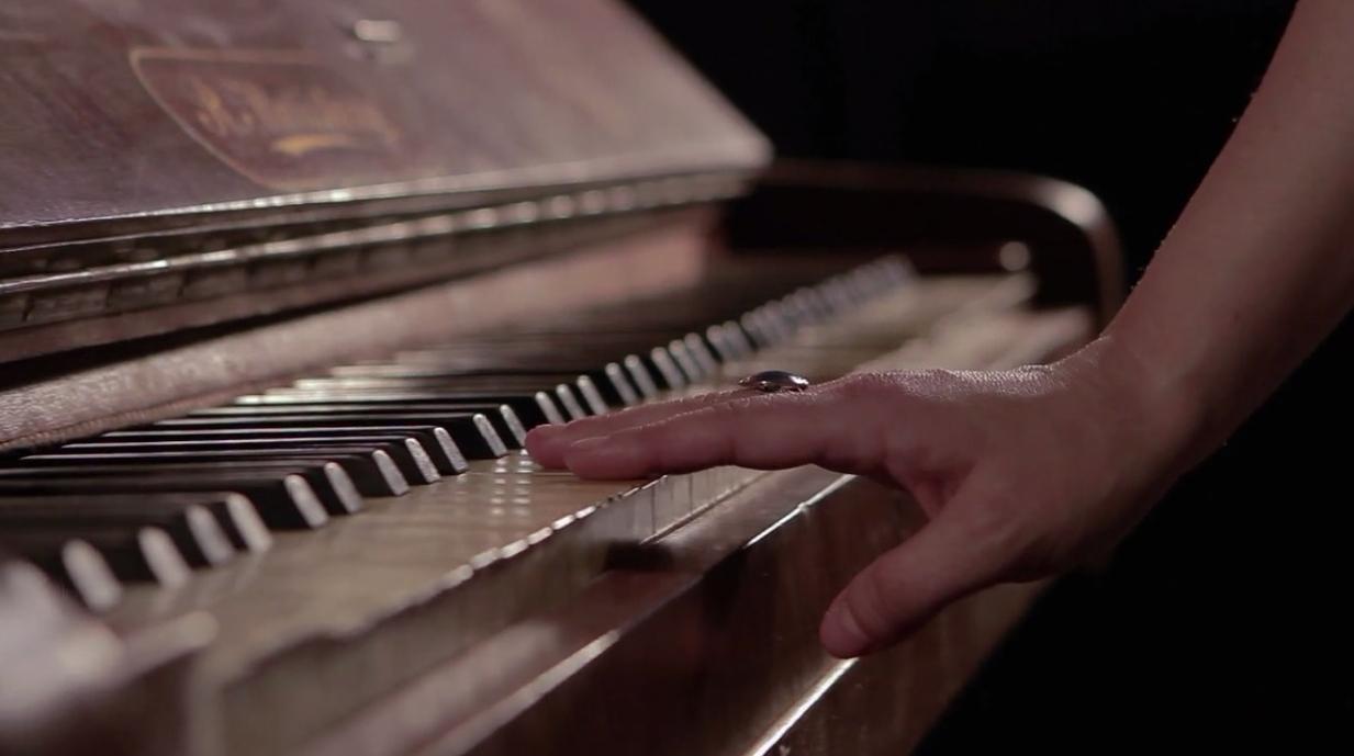 AL COSTAT DEL MEU PIANO